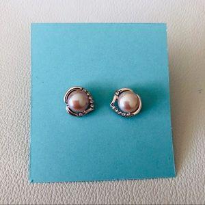 🐚 Freshwater Lustrous Pink Pearl Stud Earrings